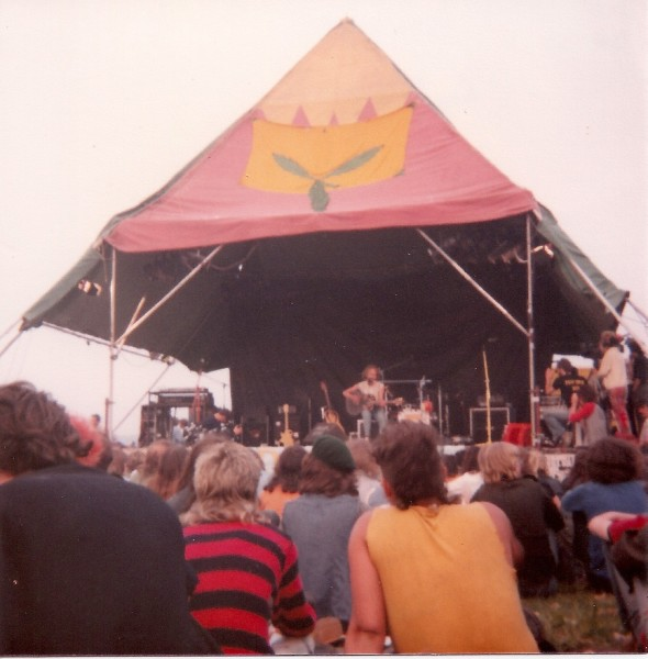 Stonehenge 84 Roy Harper on stage